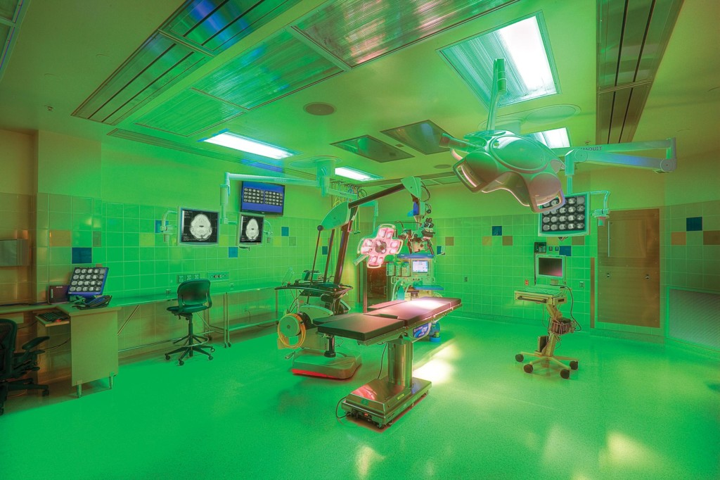 Clinical-Neurosciences-Interior-operating-room-GREEN